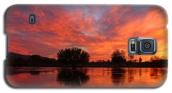 Galaxy S5 Case featuring the photograph Colorful Sunset by Lynn Hopwood