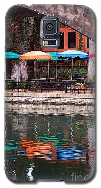 Colorful Umbrellas Reflected In Riverwalk Under Footbridge San Antonio Texas Vertical Format Galaxy S5 Case by Shawn O'Brien