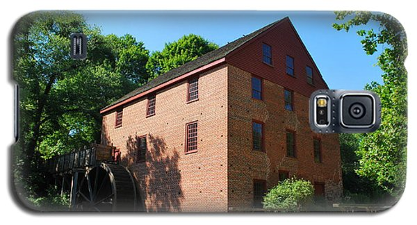 Galaxy S5 Case featuring the photograph Colvin Run Grist Mill by Bob Sample