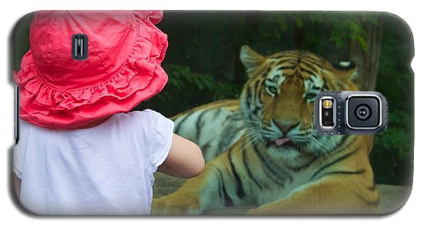 Galaxy S5 Case featuring the photograph Come A Little Closer by Dave Files