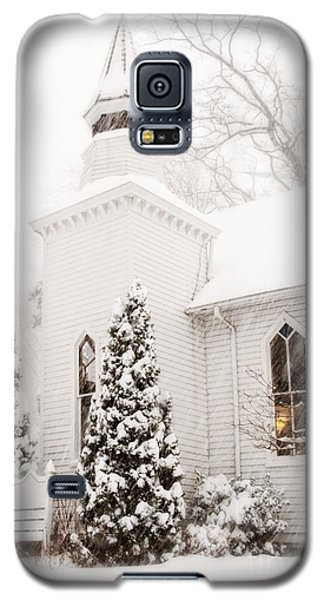 Galaxy S5 Case featuring the photograph White Christmas In Maryland Usa by Vizual Studio