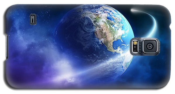 Planets Galaxy S5 Case - Comet Moving Passing Planet Earth by Johan Swanepoel