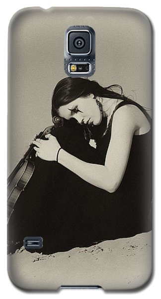 Violin Galaxy S5 Case - Comfort In The Desert by Gun Legler