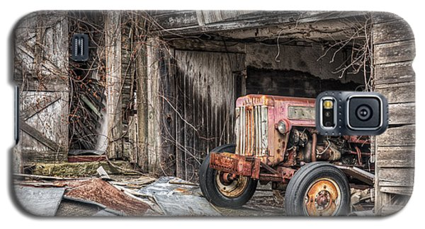Comfortable Chaos - Old Tractor At Rest - Agricultural Machinary - Old Barn Galaxy S5 Case