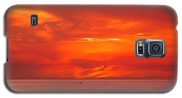 Galaxy S5 Case featuring the photograph Coming Home by Mariarosa Rockefeller