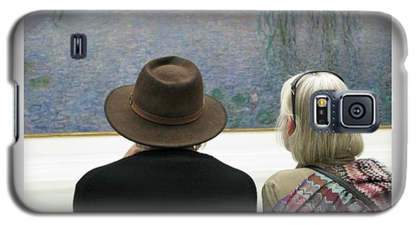Galaxy S5 Case featuring the photograph Contemplating Art by Ann Horn