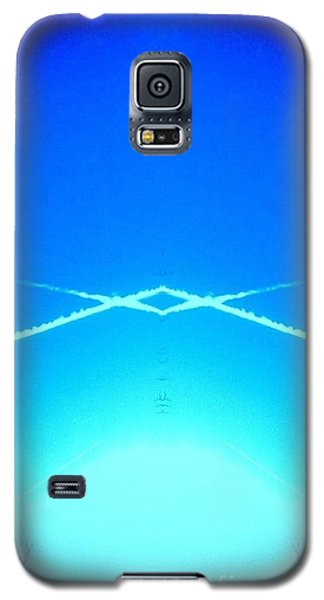 Contrail Pyramid  Galaxy S5 Case by Karen Newell