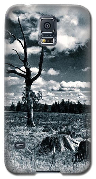 Galaxy S5 Case featuring the photograph Contrasting Feelings by Simona Ghidini