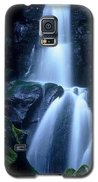 Galaxy S5 Case featuring the photograph Cool Sanctuary by Rodney Lee Williams