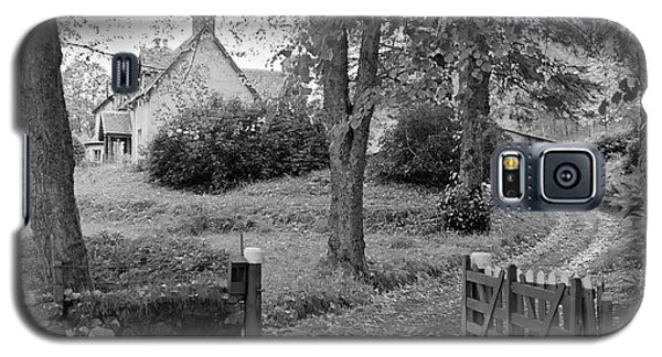 Cottage On Loch Ness - Scotland 1972 - Travel Photography By David Perry Lawrence Galaxy S5 Case by David Perry Lawrence