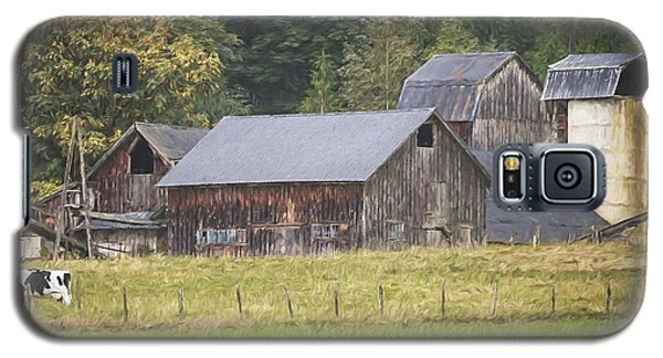 Galaxy S5 Case featuring the painting Country Art - Rustic Old Barns With Cow In The Pasture by Jordan Blackstone