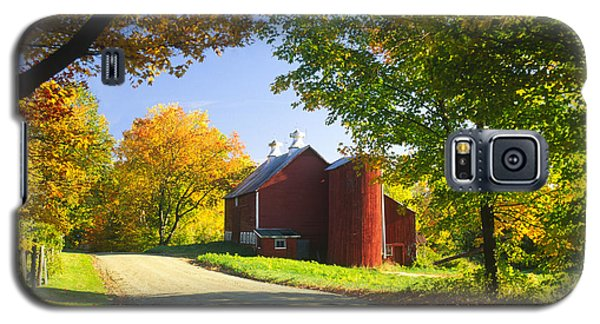 Country Barn On An Autumn Afternoon. Galaxy S5 Case