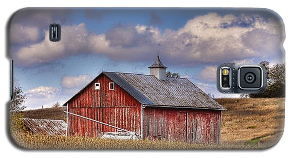 Galaxy S5 Case featuring the photograph County G Barn In Autumn by Trey Foerster