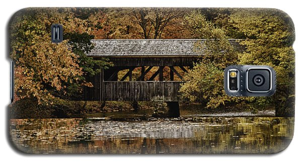 Galaxy S5 Case featuring the photograph Covered Bridge At Sturbridge Village by Jeff Folger