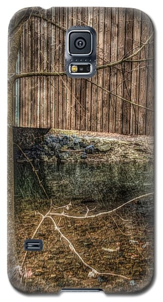 Galaxy S5 Case featuring the photograph Covered Bridge Snowy Day by Susan Maxwell Schmidt