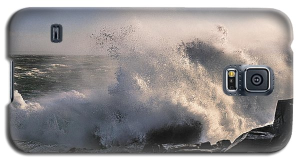 Galaxy S5 Case featuring the photograph Crashing Surf by Marty Saccone