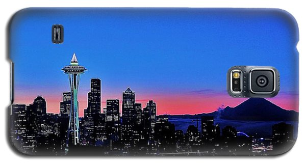 Crescent Moon Over Seattle Galaxy S5 Case by Benjamin Yeager