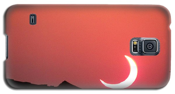 Galaxy S5 Case featuring the photograph Crescent Sunset by Tom DiFrancesca