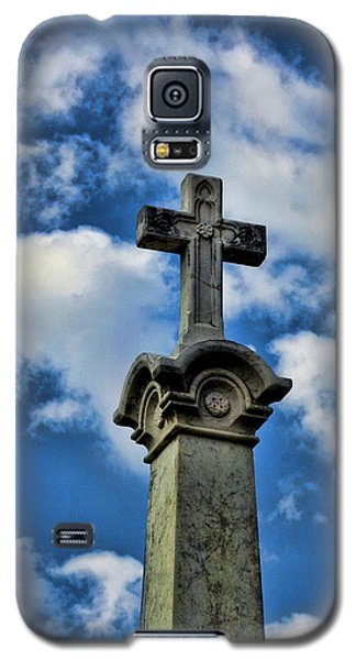 Galaxy S5 Case featuring the photograph Cross Face 3 by Lesa Fine
