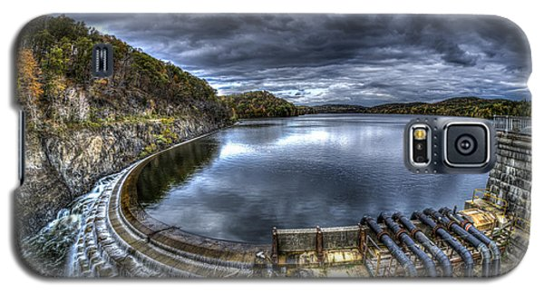 Galaxy S5 Case featuring the photograph Croton Reservoir Dam by Rafael Quirindongo