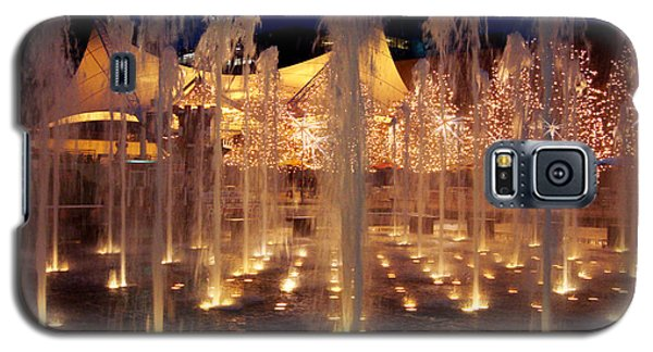 Crown Center Fountain At Christmas Galaxy S5 Case by Ellen Tully