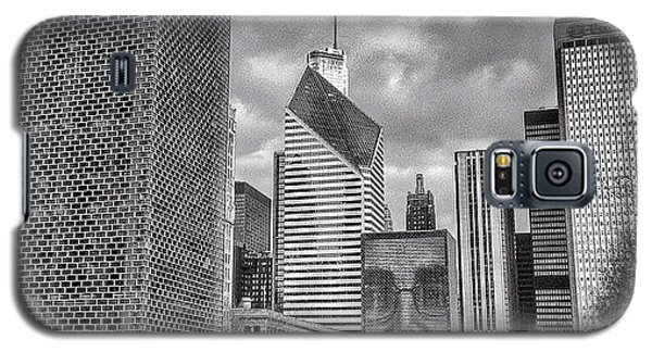 Chicago Crown Fountain Black And White Photo Galaxy S5 Case by Paul Velgos