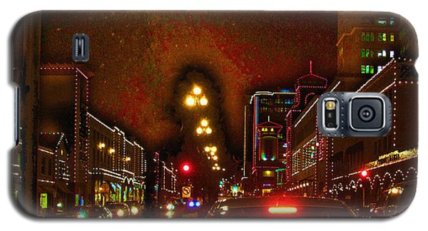 Galaxy S5 Case featuring the photograph Cruzin View Of The Plaza by Thomas Bomstad