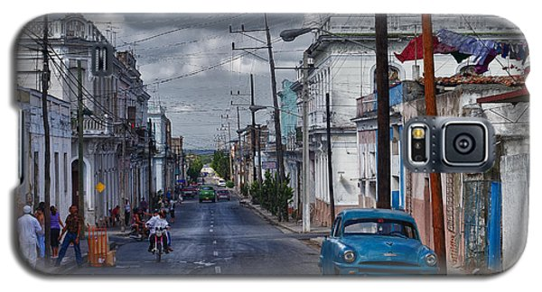 Galaxy S5 Case featuring the photograph Cuba Traffic by Juergen Klust