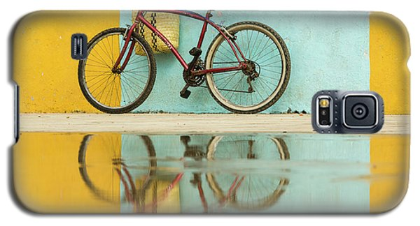 Bicycle Galaxy S5 Case - Cuba, Trinidad Bicycle And Reflection by Brenda Tharp