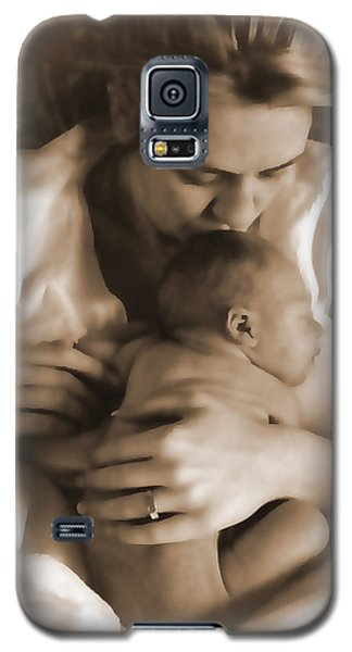 Galaxy S5 Case featuring the photograph Cuddling With Mom by Shirley Heier