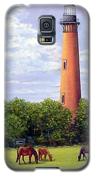 Galaxy S5 Case featuring the painting Currituck Lighthouse by Fran Brooks