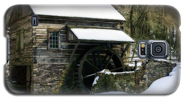 Galaxy S5 Case featuring the photograph Cuttalossa Farm In Winter by Debra Fedchin