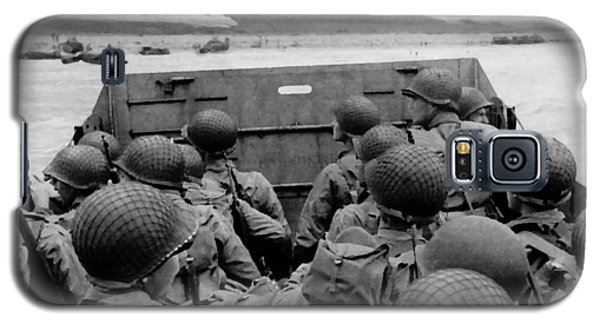 D-day Soldiers In A Higgins Boat  Galaxy S5 Case by War Is Hell Store