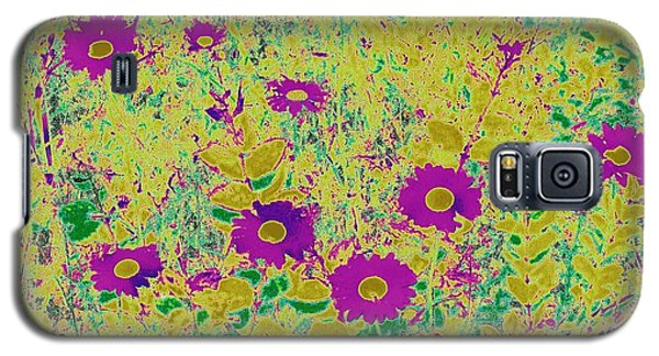 Galaxy S5 Case featuring the photograph Daisies I by Shirley Moravec