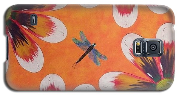Galaxy S5 Case featuring the painting Daisy And Dragonfly by Cindy Micklos