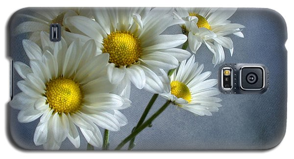 Galaxy S5 Case featuring the photograph Daisy Bouquet by Ann Lauwers