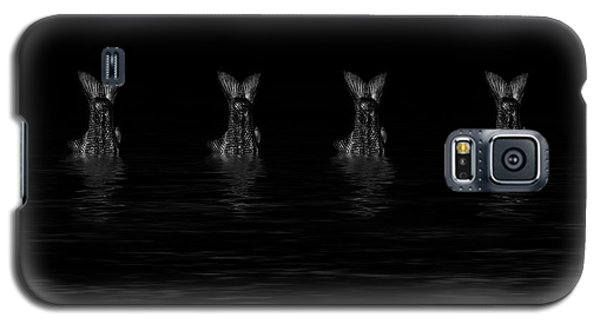 Dancing Fish At Night 5 Galaxy S5 Case by Evgeniy Lankin