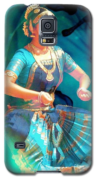 Dancing Girl With Gold Necklace Galaxy S5 Case by Janette Boyd
