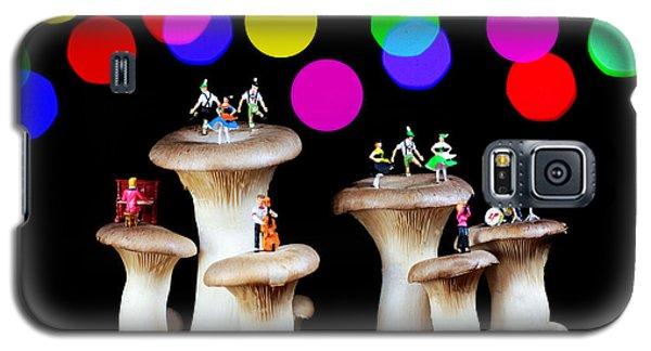 Dancing On Mushroom Under Starry Night Galaxy S5 Case