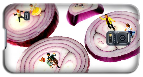 Dancing On Onoin Slices Little People On Food Galaxy S5 Case