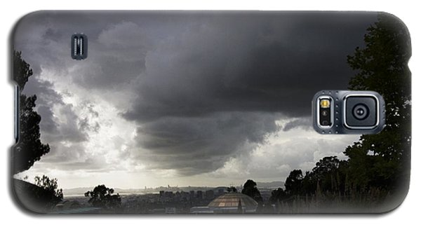 Galaxy S5 Case featuring the photograph Dark Skies Gold Dome by Lennie Green