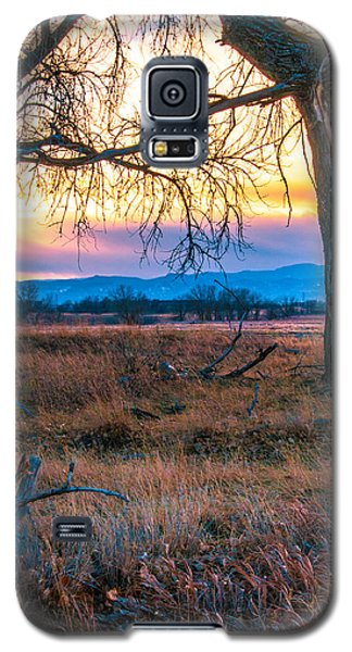 Setting Sun At Rocky Mountain Arsenal Galaxy S5 Case by Tom Potter