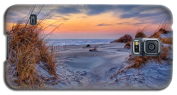 Daybreak On The Outer Banks 1 Galaxy S5 Case by Dan Carmichael