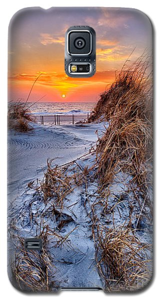 Daybreak On The Outer Banks 3 Galaxy S5 Case by Dan Carmichael