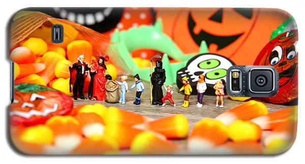 Death Takes His Kids Trick Or Treating Galaxy S5 Case by Lon Casler Bixby
