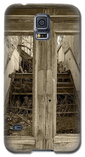 Decaying History In Black And White Galaxy S5 Case