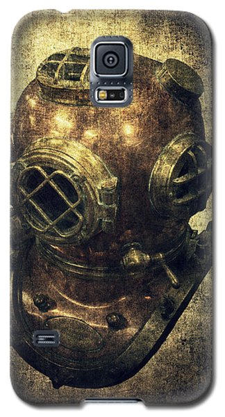 Deep Sea Diving Helmet Galaxy S5 Case by Daniel Hagerman