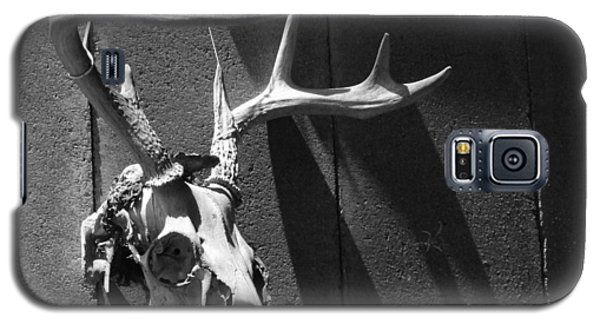 Galaxy S5 Case featuring the photograph Deer Skull by Brooke T Ryan