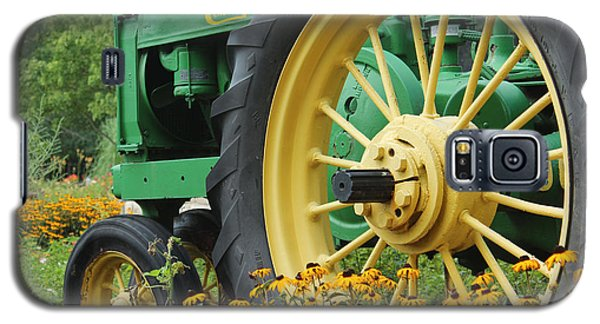 Galaxy S5 Case featuring the photograph Deere 2 by Lynn Sprowl
