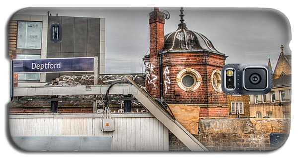 Galaxy S5 Case featuring the photograph Deptford Station by Ross Henton